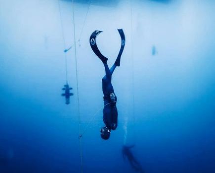 Arnau Jerald ha descendido hasta los 112m de profundidad en la modalidad de peso constante con bialeta en kalamata durante la european freediving cup