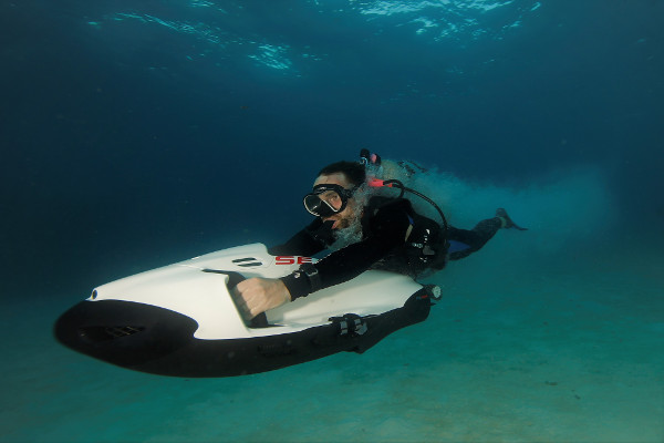 ¿Qué es un scooter submarino?